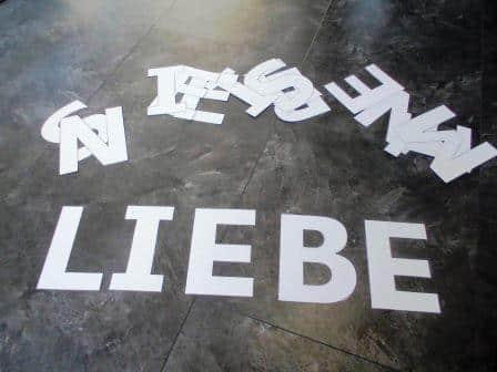Ausgedruckte und ausgeschnittene Buchstaben