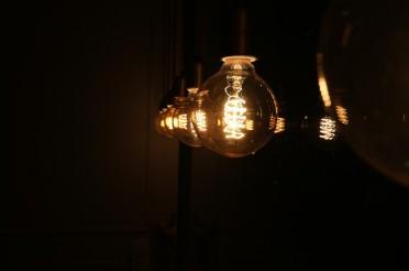 Lampe selbst gestalten aus Reagenzgläsern