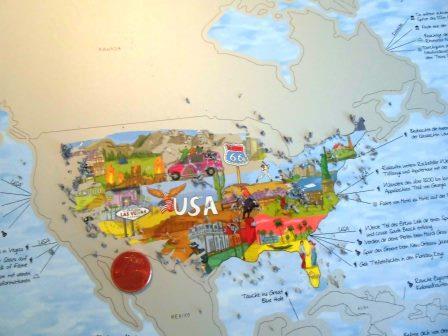 Freirubbeln der Weltkarte mit einer Münze