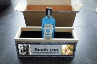 Persönliches Gin Geschenk: Gin Bombay Sapphire in selbstgestalteter Holzkiste