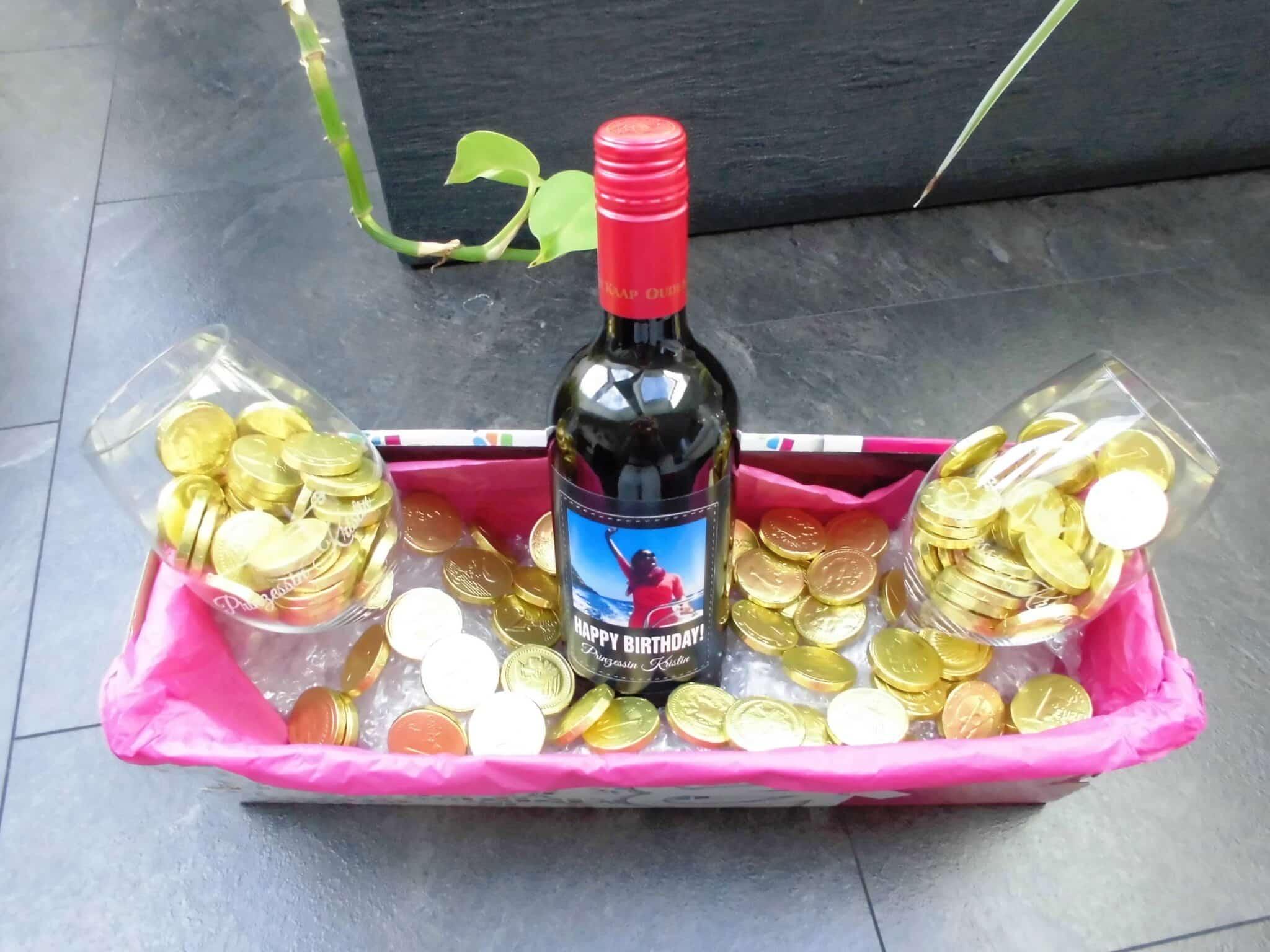 Weingeschenkset im Geschenkkarton mit Gold-Schokoladen-Talern