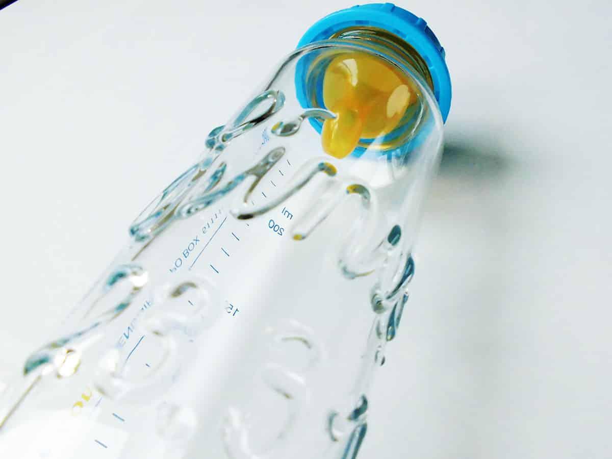 Babyflasche mit Namen mit glasklarer Schrift