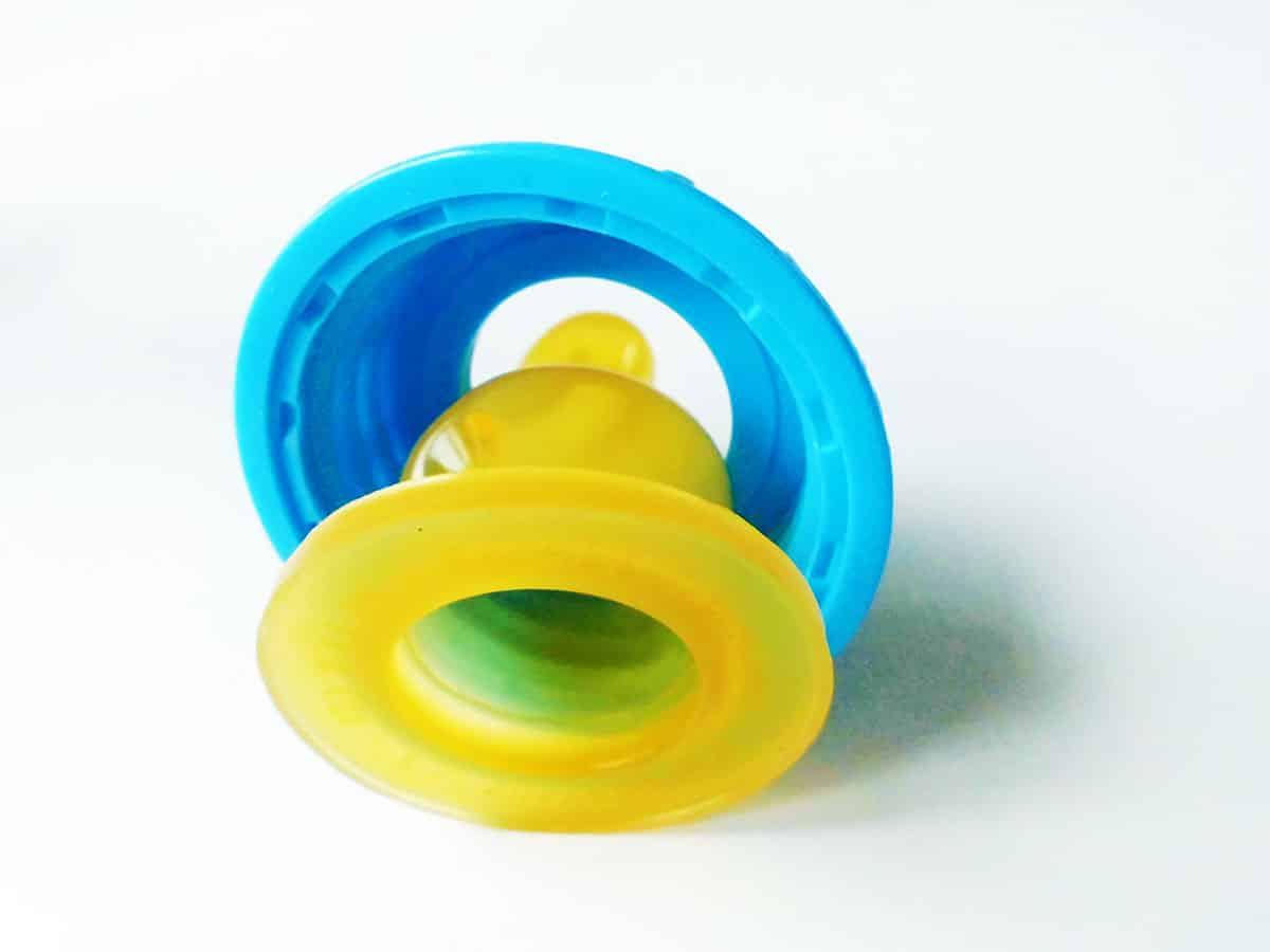 Verschlussring und Nuckel der Babyflasche können separat gereinigt werden