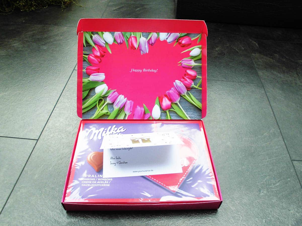 Die geöffnete Schachtel enthält Eure Glückwunschkarte mit individuellem Text