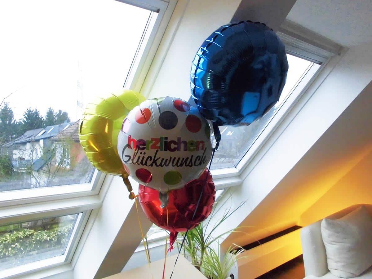 Geschenkballon aus vier individuellen Luftballons