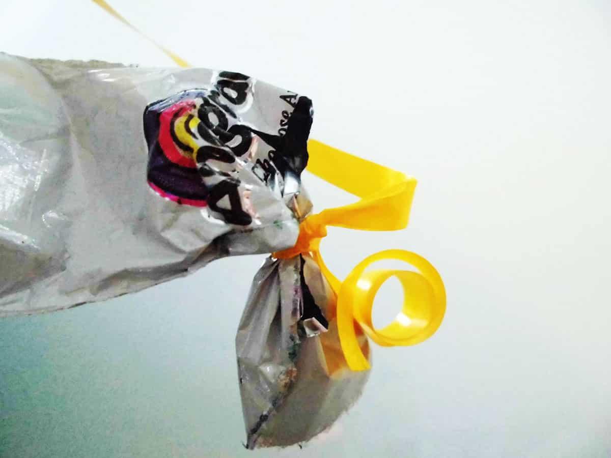 Ventil am unteren Ende des Geschenkballons zum Luft nachfüllen