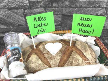 Brot und Salz zum Einzug schenken